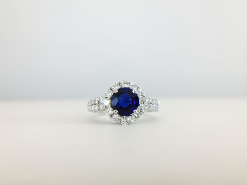 Round cut colored ring - blue