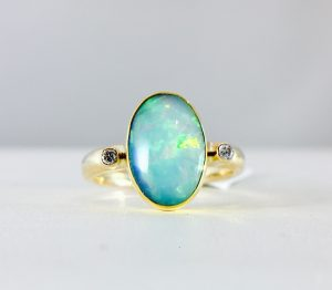 oval opal ring - 14k yellow gold