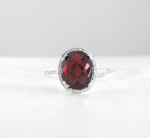 Diamond ring - Garnet