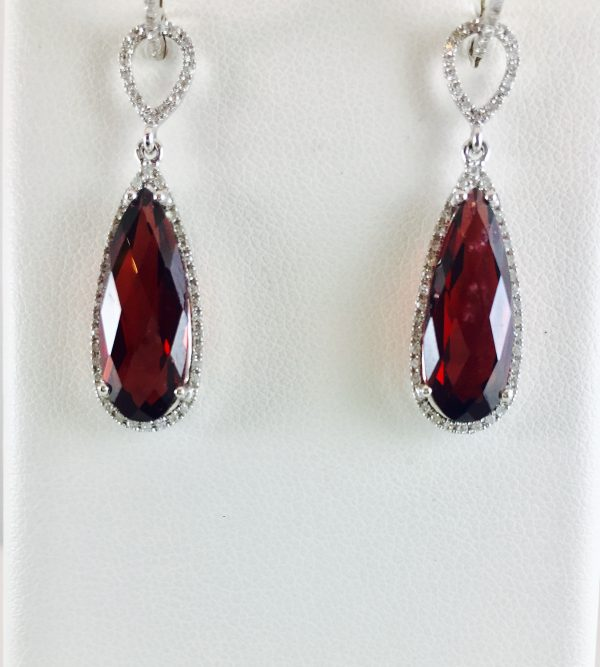Diamonds and Garnet are a classic combination