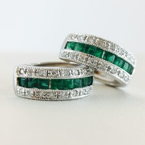 Huggy with milgrain - emerald and diamond