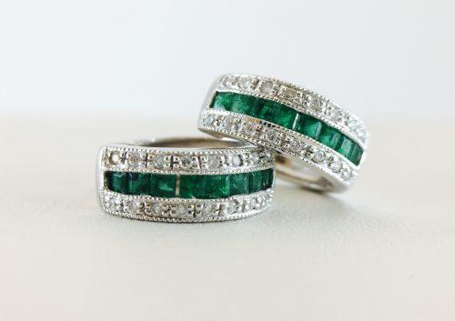 Huggy with milgrain - emerald and diamond