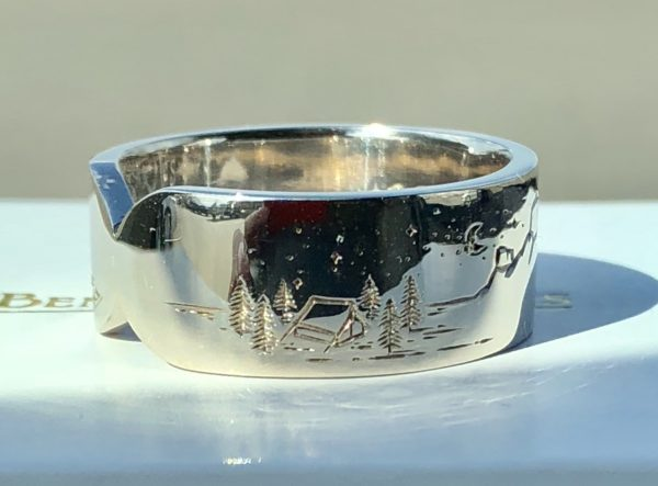 Mountains and trees - engraved - ring