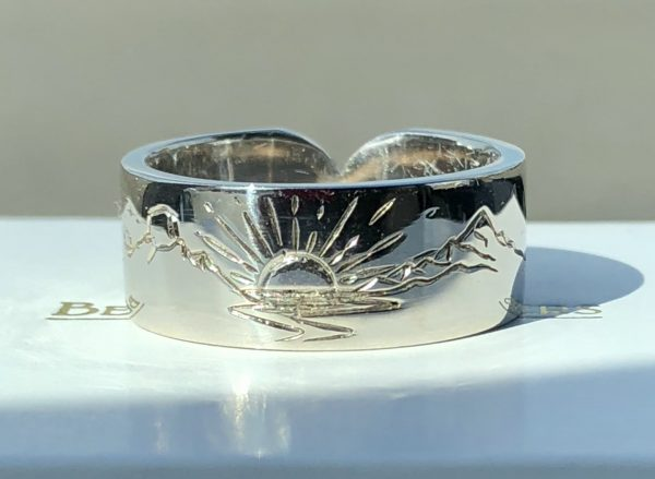 This hand engraved mountain scene ring is perfect for the ski enthusiast in your life