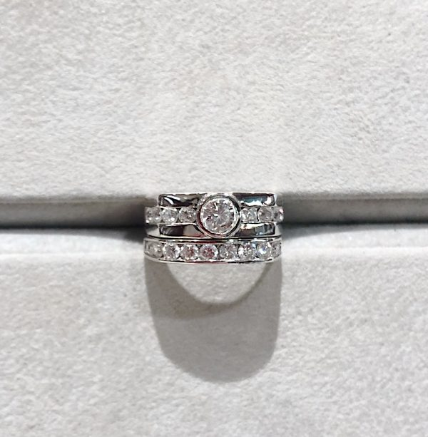 Wedding ring with band